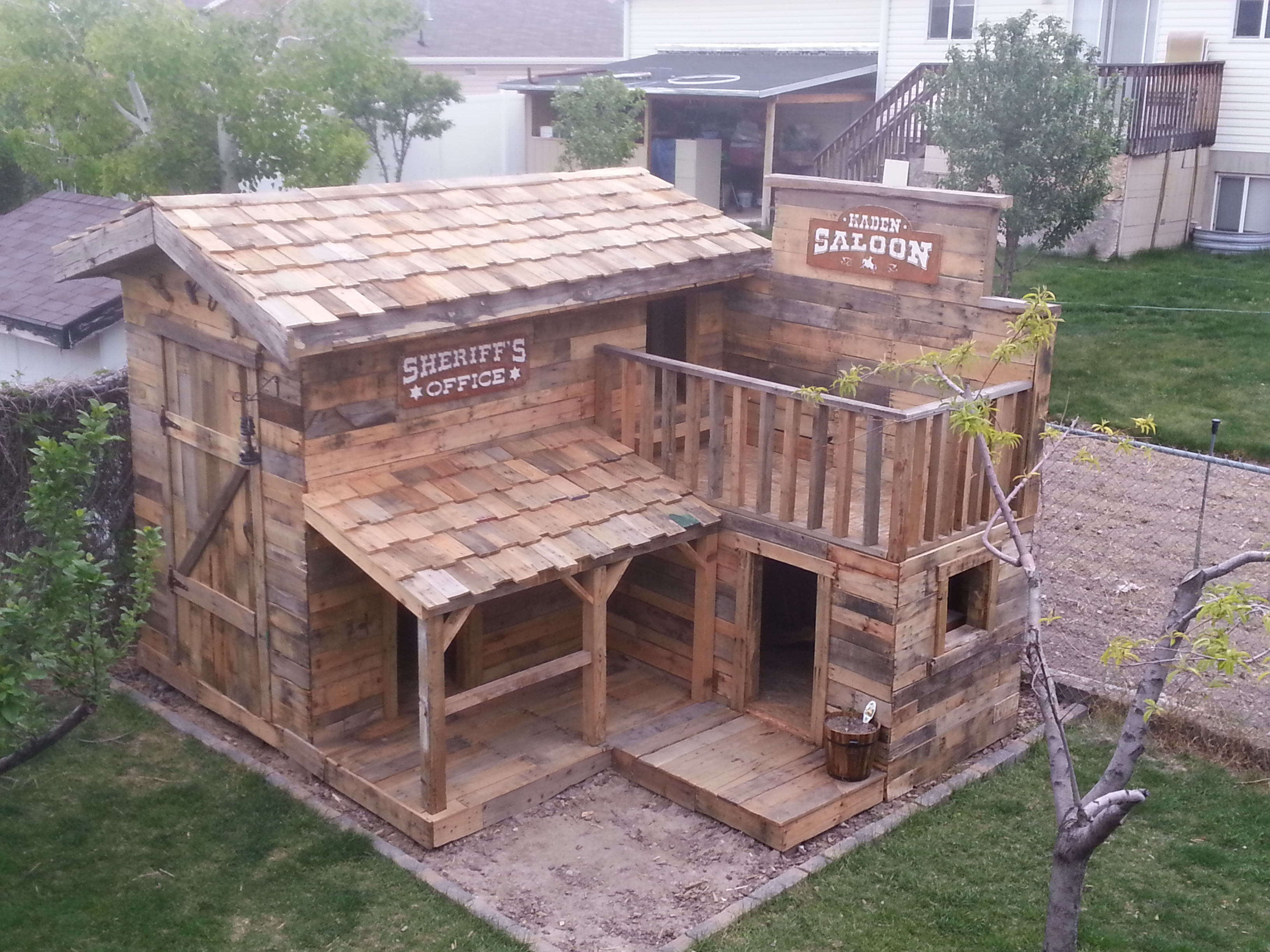 pallets jorgenson companies employee builds dream fort